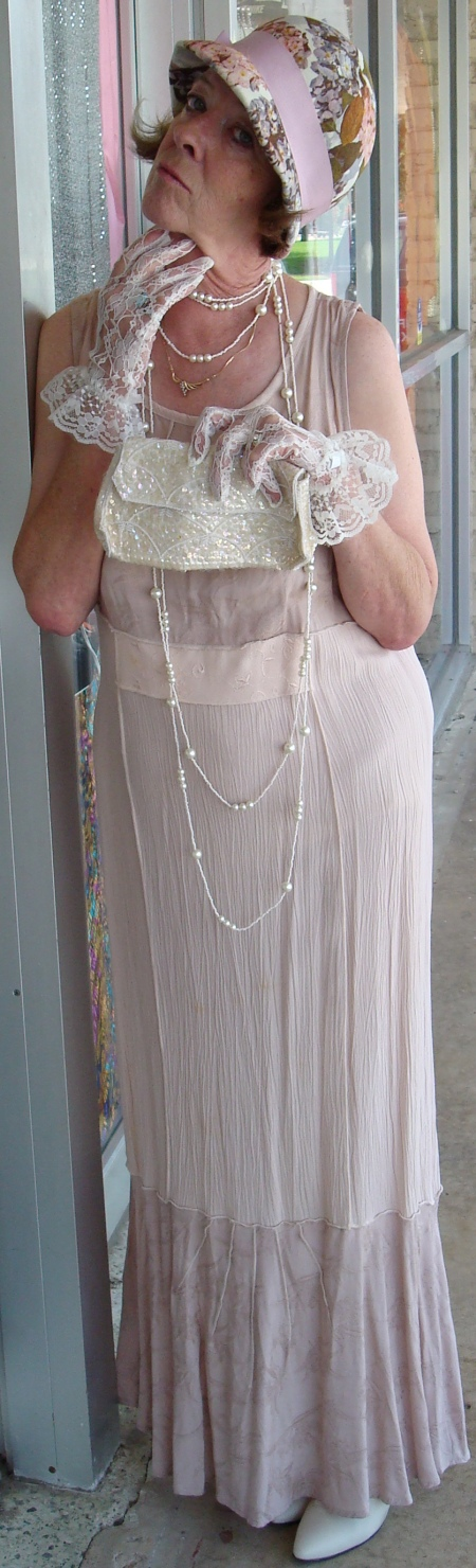Matronly 1920's Lady, 1920s Wedding Attendant, 1920s Mature Ladies Attire, 1920s Mother of the Bride Attire